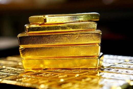 Gold dips as risk appetite improves amid easing lockdowns