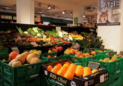 U.K. Retail Sales Post Biggest Drop on Record Amid Lockdown